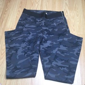 Gap camo pants leggings